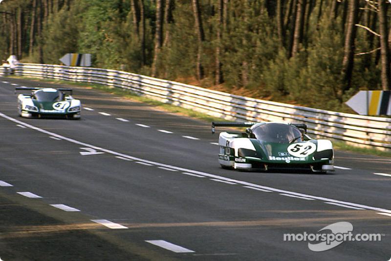 #51 WM Secateva WM P489 Peugeot: Roger Dorchy, Michel Maisonneuve, and #52 WM Secateva WM P489 Peugeot: Jean-Daniel Raulet, Pascal Pessiot, Philippe Gache mencoba mengalahkan rekor top speed