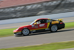 #41 Team Sahlen Porsche 996: Wayne Nonnamaker, Will Nonnamaker, Joe Nonnamaker