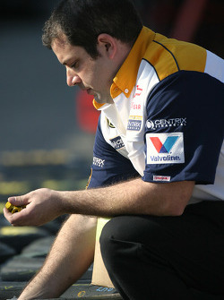 Centrix Chevy crew member prepares wheels