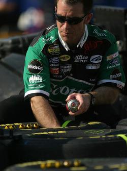 Scott's Ford crew member prepares wheels