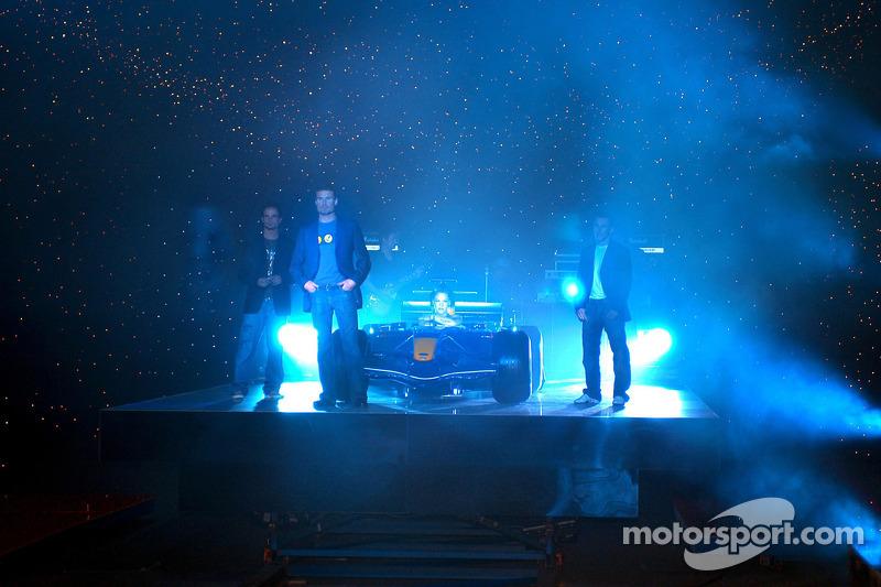 Red Bull Racing: Vitantonio Liuzzi, David Coulthard y Christian Klien con Pink