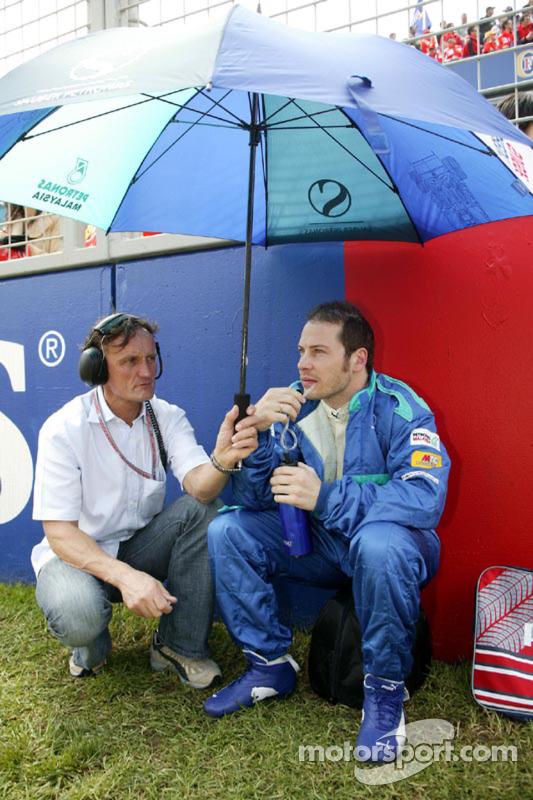 Jacques Villeneuve en la parrilla de salida