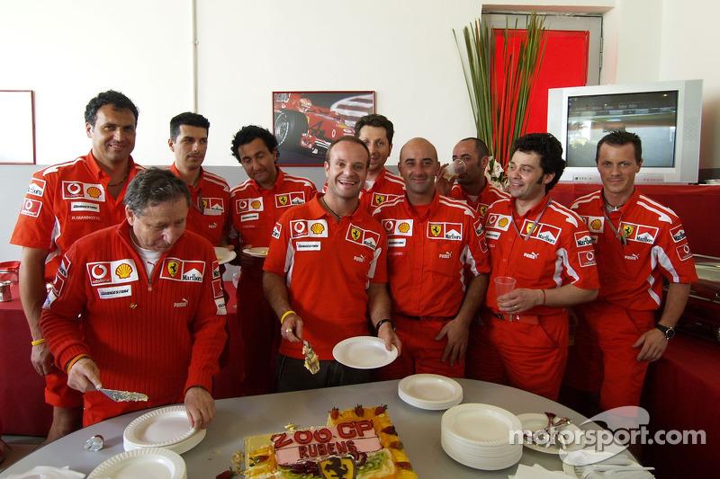 Rubens Barrichello celebra sus 200 grandes premios