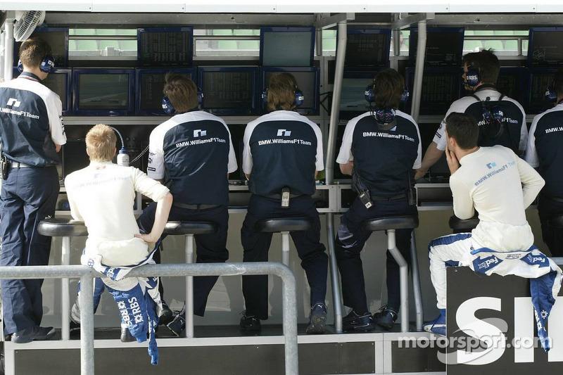 Williams-BMW pit wall