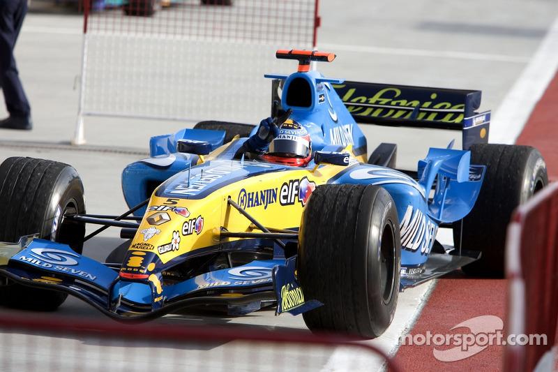 Ganador de la carrera Fernando Alonso llega al Parc Fermé