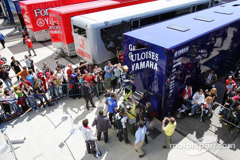 Valentino Rossi celebra su pole