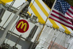 McDonald's - Newman Haas team prepares for the race