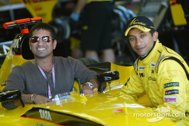 Narain Karthikeyan with cricket player Sachin Tendulkar