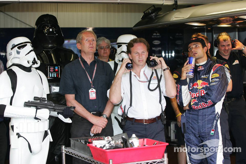 Darth Vader assiste à classificação com Vitantonio Liuzzi