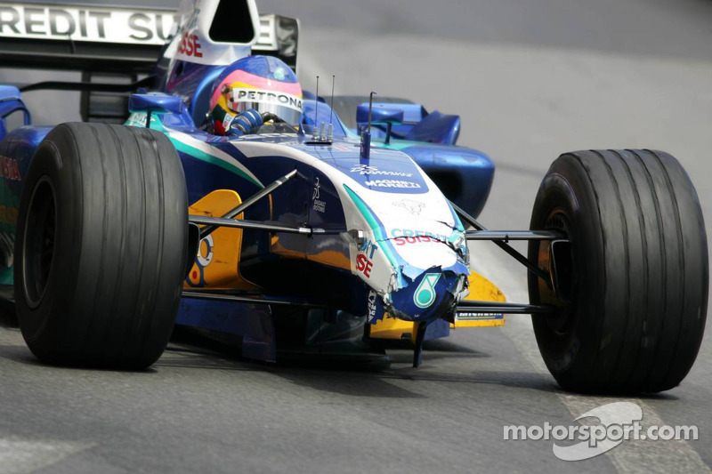 Jacques Villeneuve with no front wing