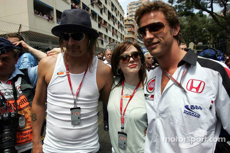 Jenson Button con Kid Rock y atleta Emma Davies