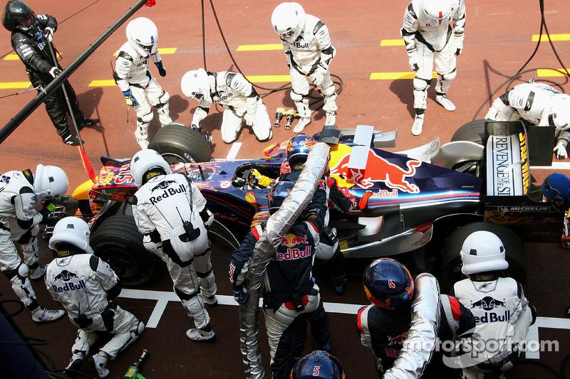 A F1 tinha também um regulamento bem diferente, com pneus sulcados e reabastecimento durante as provas.
