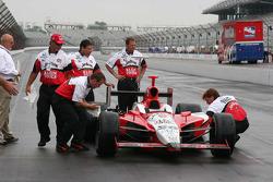 Dan Wheldon's crew prepare the car for the winner's photo shoot