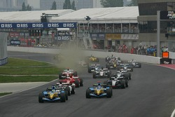 Start: Giancarlo Fisichella and Fernando Alonso take the lead