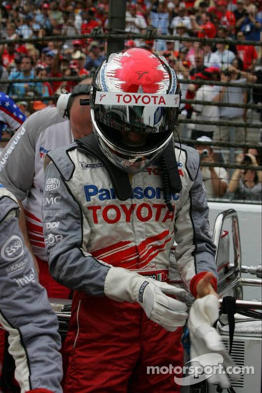 Jarno Trulli en la parrilla de salida