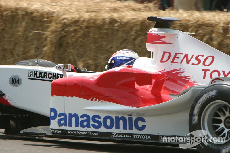 #104 Toyota TF104B de 2004 : Olivier Panis