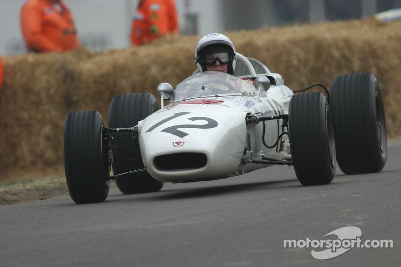 Джон Сьортіс на Honda RA272 1965 року