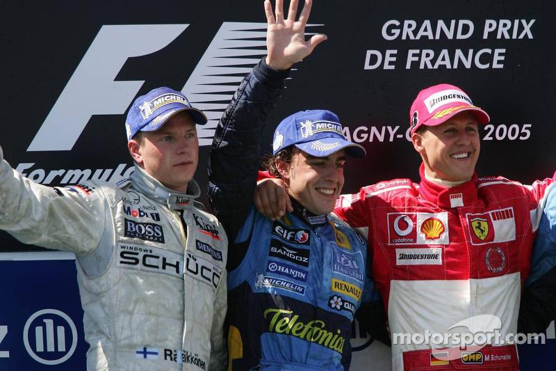 Podio: ganador de la carrera Fernando Alonso con Kimi Raikkonen y Michael Schumacher