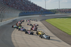 Start: Tomas Scheckter leads the field