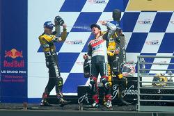 Podium : Nicky Hayden fête sa victoire avec Colin Edwards et Valentino Rossi