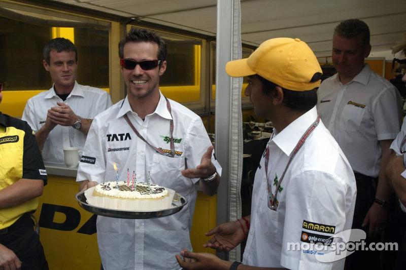 Tiago Monteiro celebra su cumpleaños con Narain Karthikeyan