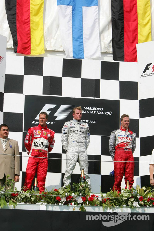 Podio: ganador de la carrera Kimi Raikkonen y segundo lugar Michael Schumacher y tercer lugar Ralf Schumacher