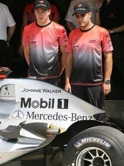 Johnnie Walker sponsorship on the McLaren: Kimi Raikkonen and Juan Pablo Montoya