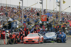 Pitstop for Tony Stewart and Rusty Wallace