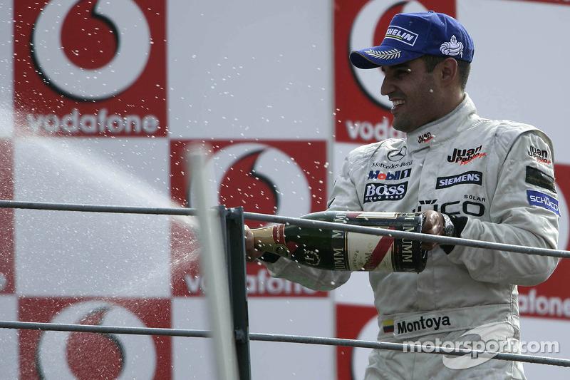Podio: ganador de la carrera Juan Pablo Montoya celebra
