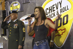 Musician Gretchen Wilson sings the National Anthem as Bronze Star recipient, U.S. Army Master Sergeant Jeffrey A Carraux from Ft. Lee, Virginia, salutes