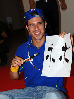 Marco Melandri tries his hand at Japanese painting