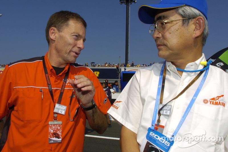 Presidente de Yamaha Mr. Kajikawa con Lin Jarvis