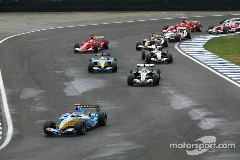 Fernando Alonso, Renault, vor Juan Pablo Montoya, McLaren