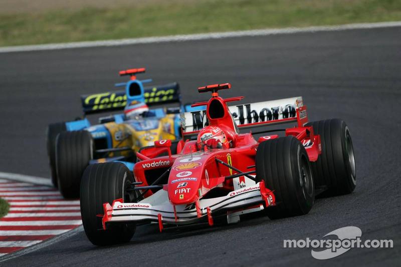 Michael Schumacher conduce Fernando Alonso