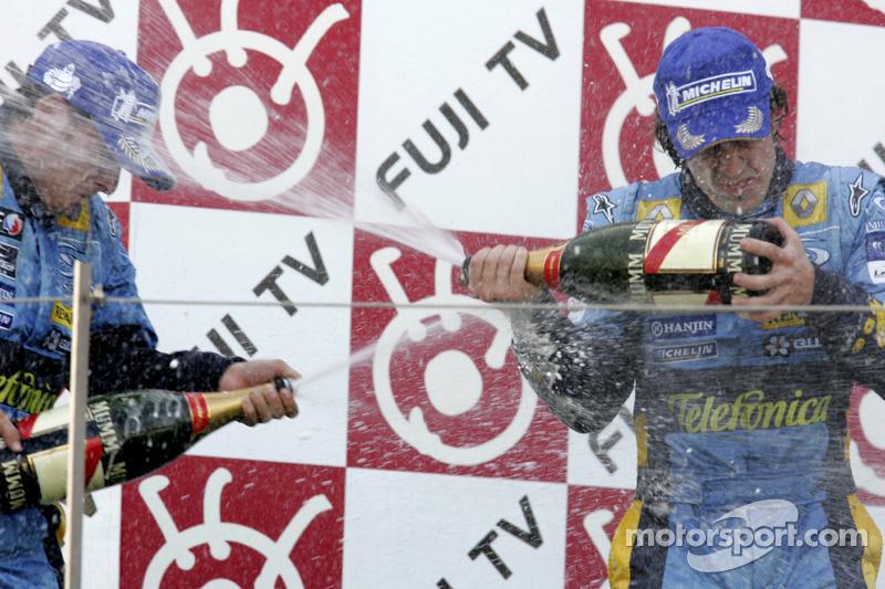 Podio: champagne para Giancarlo Fisichella y Fernando Alonso