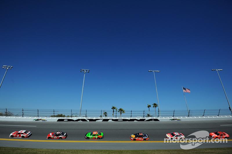 Kevin Harvick, Stewart-Haas Racing, Chevrolet, vor einer Gruppe