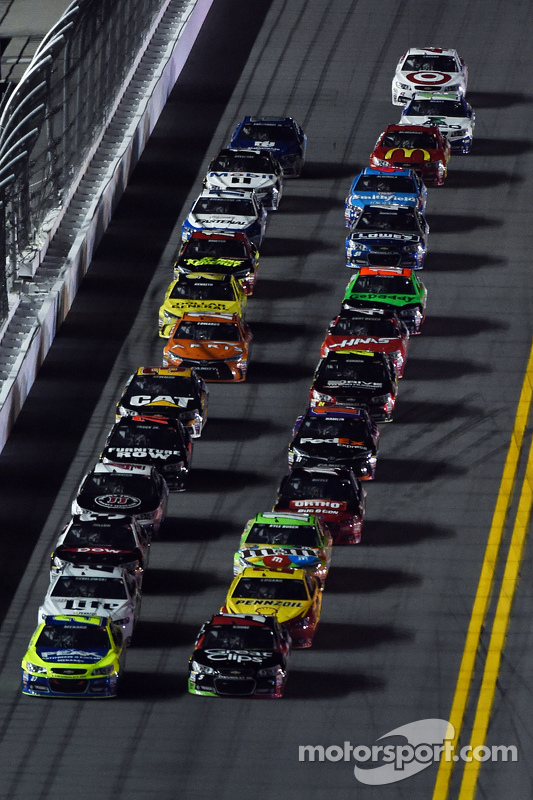 Пол Менард, Річард Чілдресс Racing Chevrolet та Кейсі Кейн, Hendrick Motorsports Chevrolet lead пело