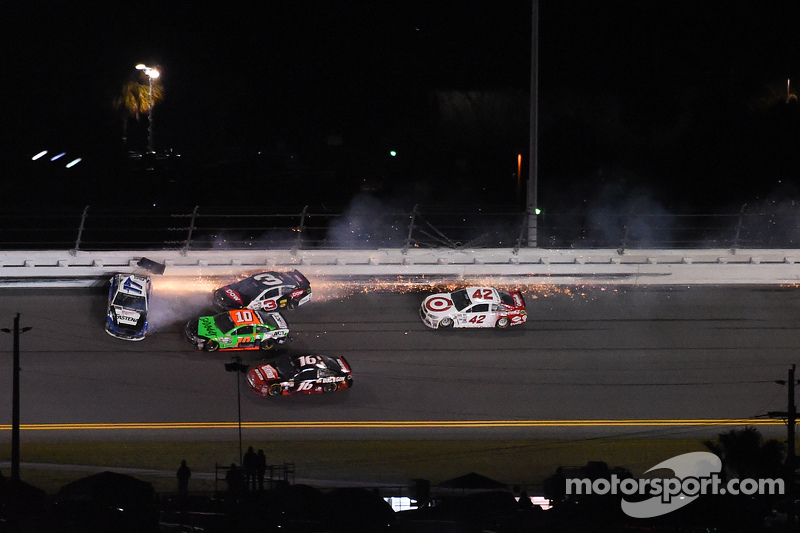 Ricky Stenhouse Jr., Roush Fenway Racing Ford, Austin Dillon, Richard Childress Racing Chevrolet and Danica Patrick, Stewart-Haas Racing Chevrolet crash