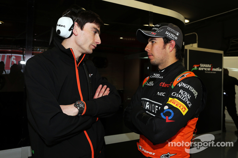 (da sinistra a destra): Tim Wright, Ingegnere di pista Sahara Force India F1 Team con Sergio Perez,