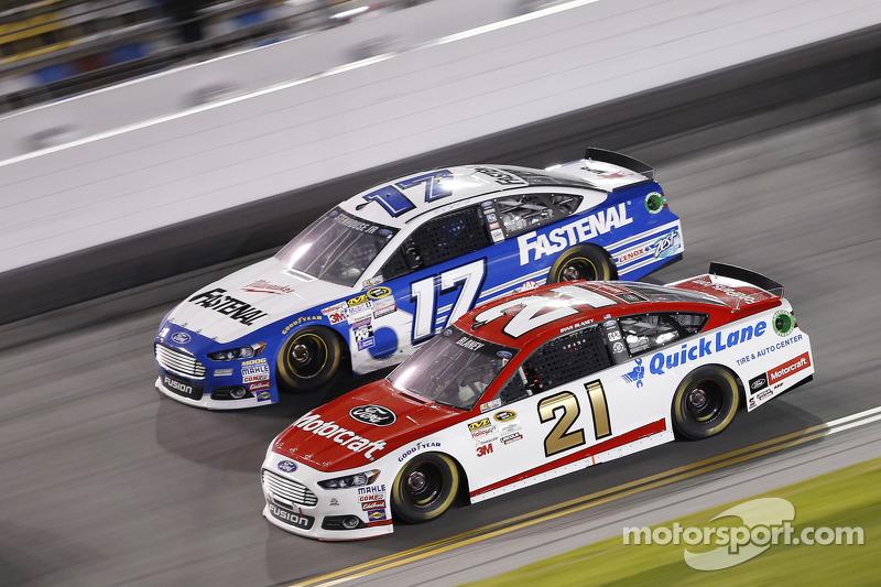 Ryan Blaney, Team Penske Ford, Ricky Stenhouse Jr., Roush Fenway Racing Ford