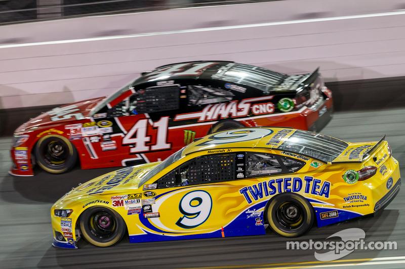Kurt Busch, Stewart-Haas Racing, Chevrolet, und Sam Hornish jr., Richard Petty Motorsports, Ford