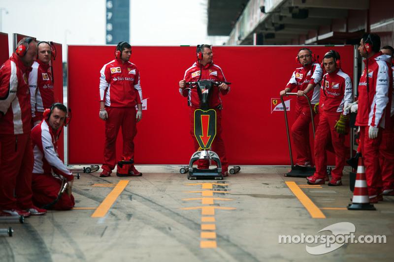 Ferrari, Mechaniker in der Box