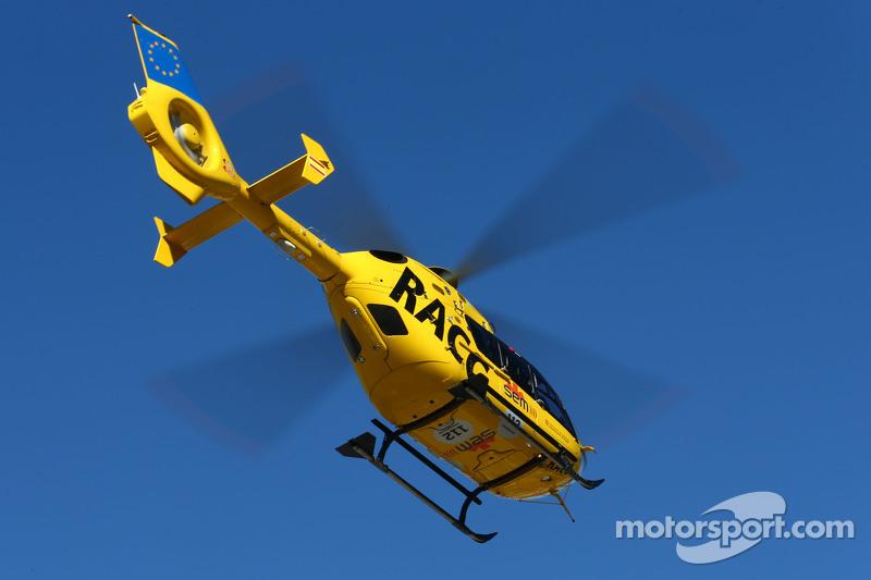 Fernando Alonso, McLaren, wird mit einem Hubschrauber abtransportiert