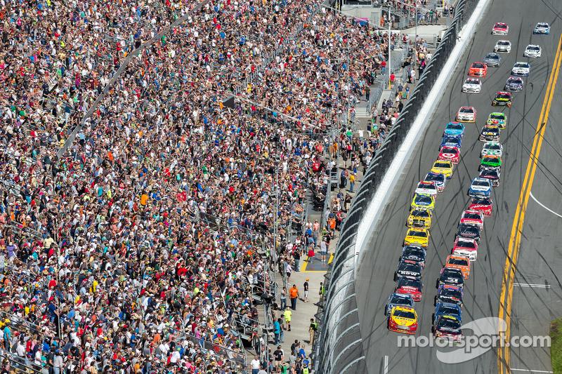 إستكمال السباق: جيف غوردون، هندريك موتورسبورتس شيفروليه، في الصدارة