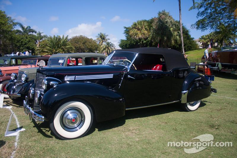 1939 Packard 1701 Cabriolet