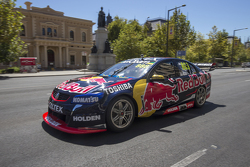 Craig Lowndes, Red Bull Holden conduce en Adelaide