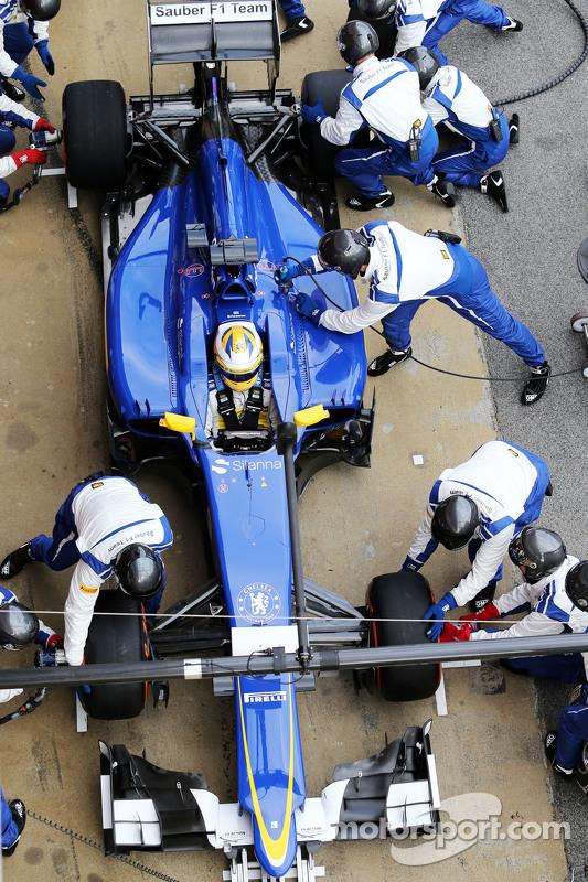 Marcus Ericsson, Sauber C34, oefent een pitstop
