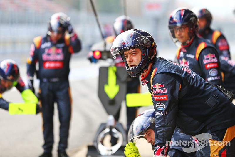 Scuderia Toro Rosso beim Reifenwechsel-Training