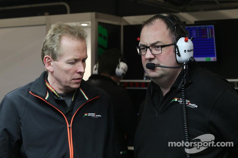 (从左到右)安德鲁·格林,印度力量F1车队技术总监和汤姆·麦克考夫,印度力量车队首席工程师
