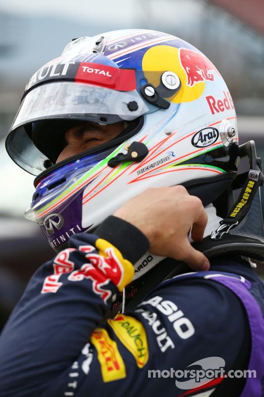 Daniel Ricciardo, Red Bull Racing, hält auf der Strecke an